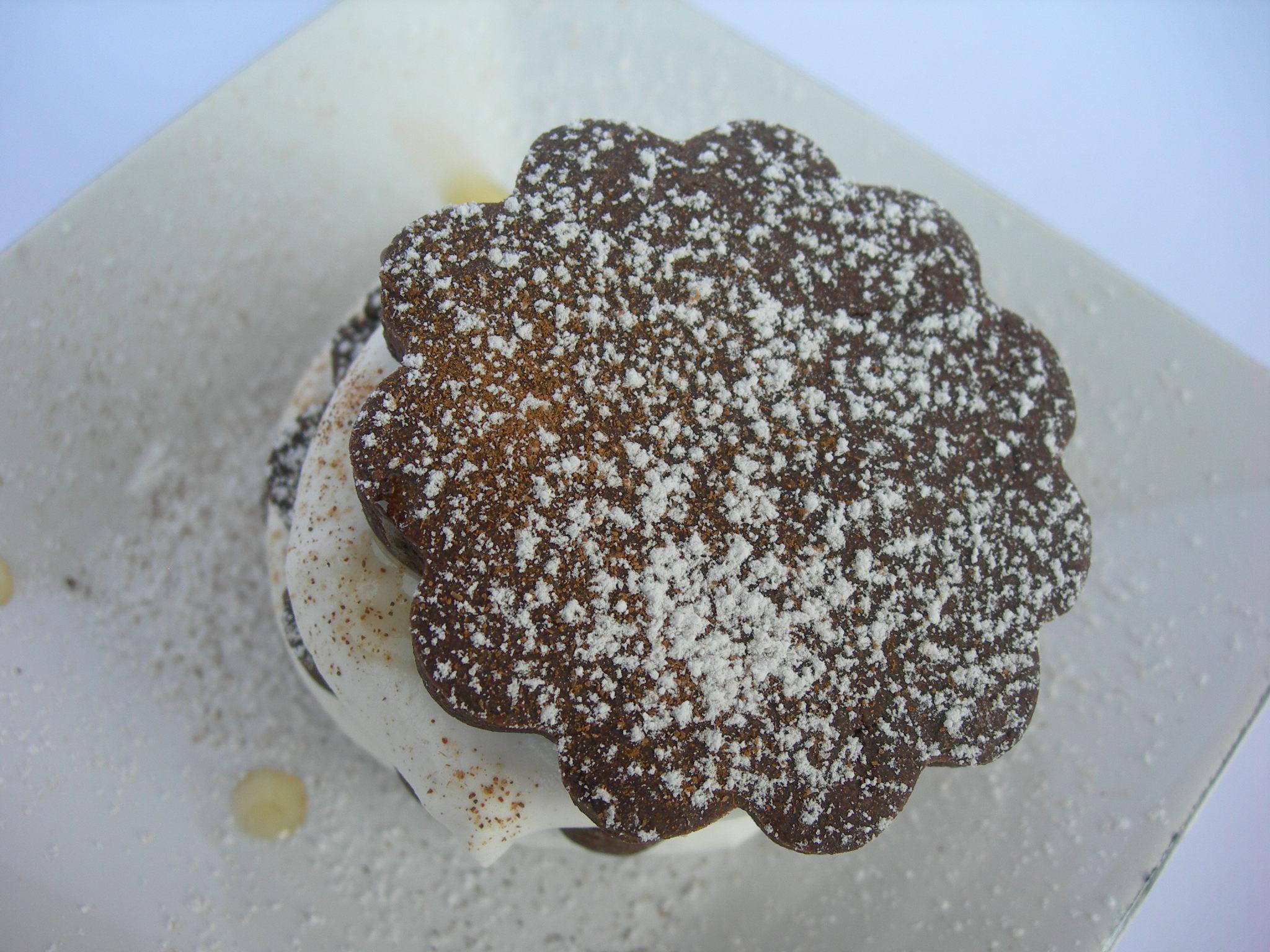 Sablèes al cacao, crème chantilly e miele al bergamotto