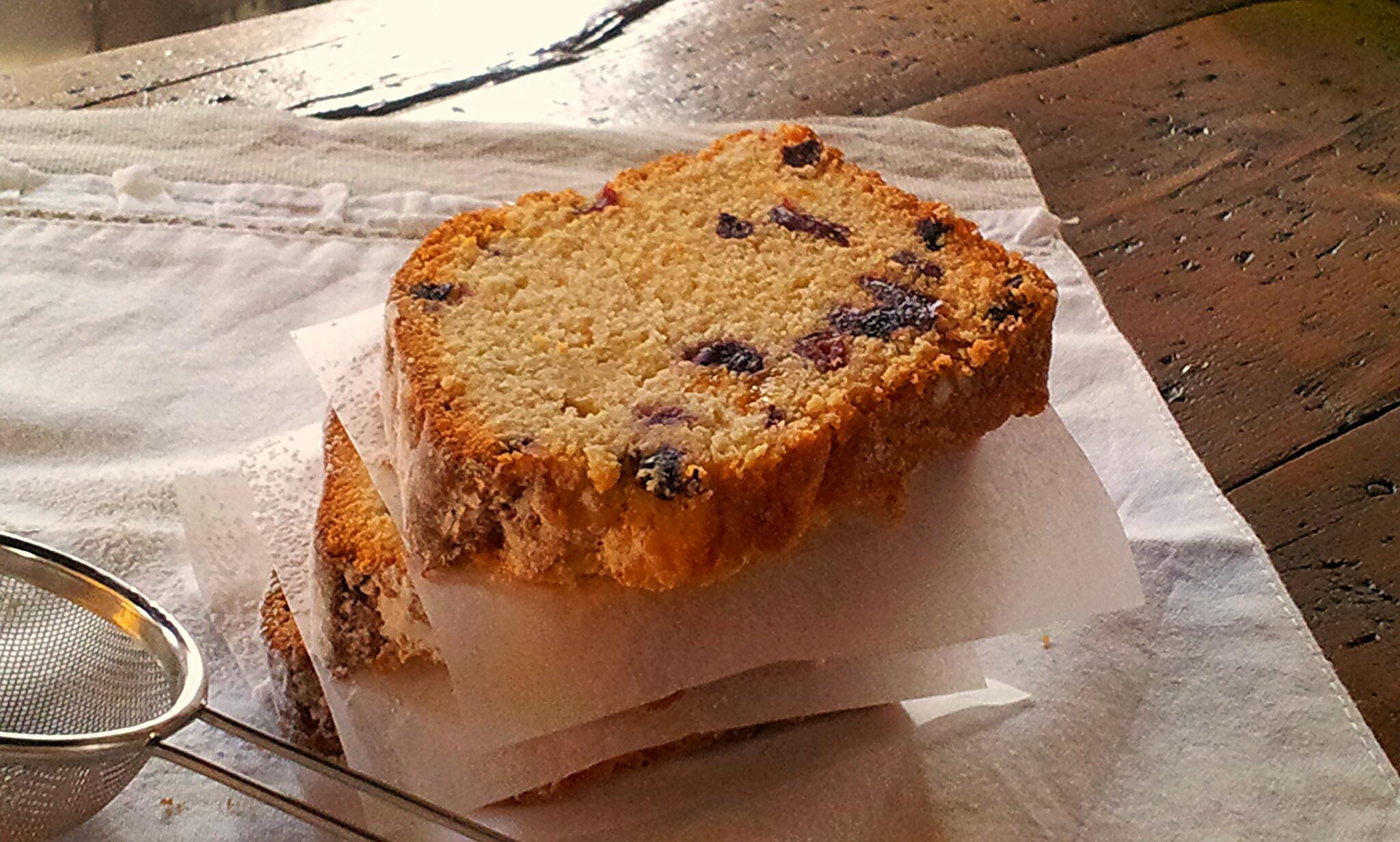 Plum cake ai frutti di bosco e passito