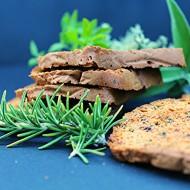 Crackers (o fette croccanti, fate voi) con rosmarino, sesamo e pistacchi